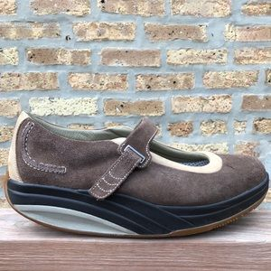 MBT Kaya Brown Mary Jane 10.5 Suede Roll Style